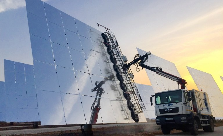 Quenching the thirst of concentrated solar power