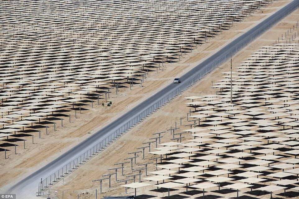 Workers Have Been Busy Installing The Mirrors Around Ashalim Concentrated Solar Power Plant In Negev Desert Israel Helioscsp